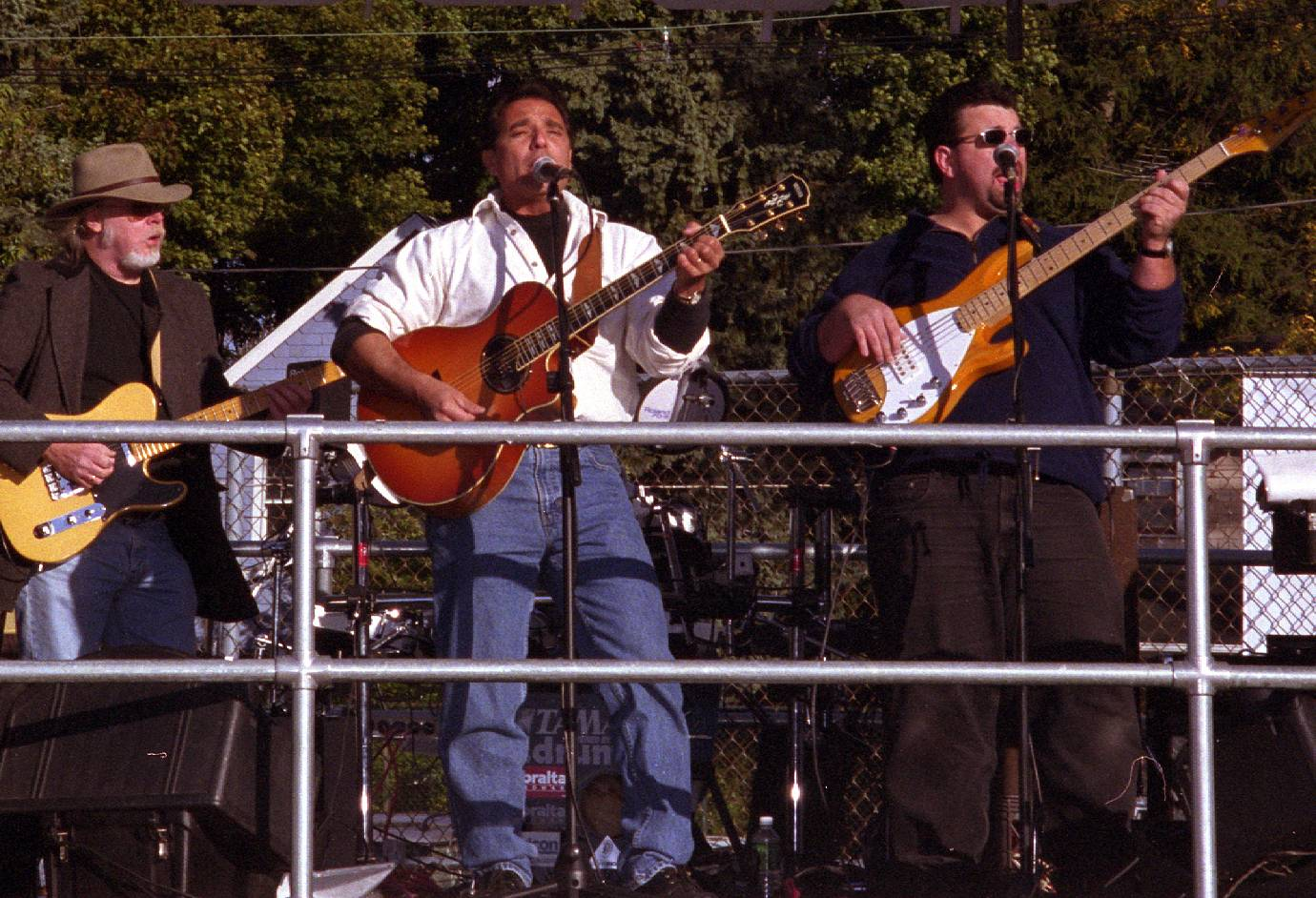 Anthony_with_band.jpg (229504 bytes)